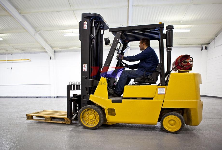 Forklift-truck-la-gi